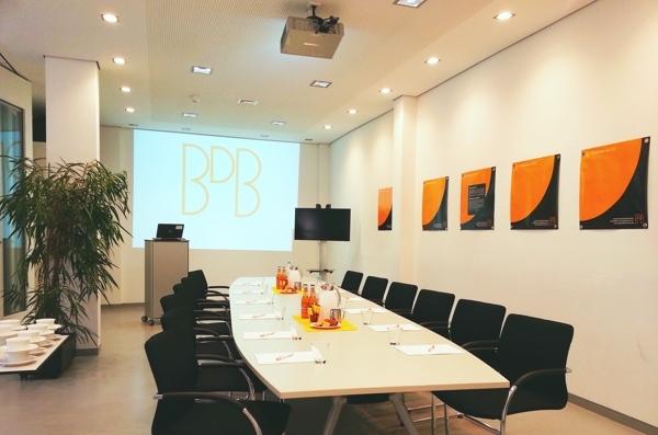 15_06 Geschäftsstelle BDB-Frankfurt, Konferenzbereich - Besprechung (Bild 161153) (web 600x397)
