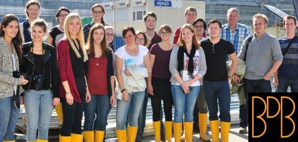14_10 Gruppenbild Baustellenbesichtigung (web 600x286, mit Logo)_Schmidt