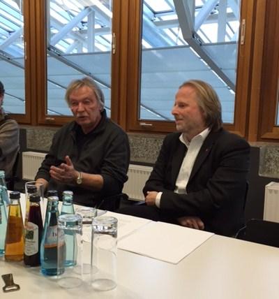 Konversion war gestern, heute geht es um Stadtreparatur und Gemeinwohl Rainer Wrenger (KEG-Chef) und der Frankfurter Bürgermeister Olaf Cunitz (v.l.n.r.)  Foto: Immo-Skandal / ROESSLER PR