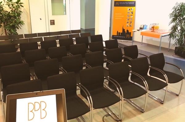 15_06 Geschäftsstelle BDB-Frankfurt, Konferenzbereich - Vortrag (Bild 171149) (web 600x397)
