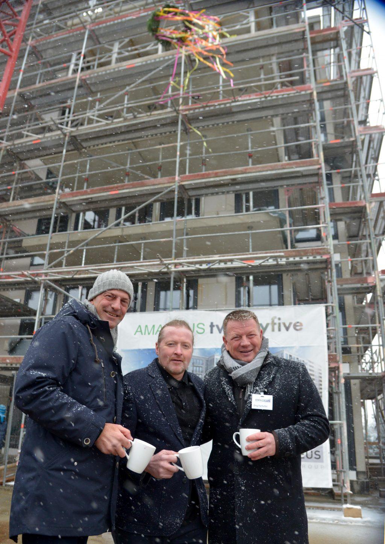 AMADEUS Group Geschäftsführer Volker Deifel (links) und AMADEUS Group Geschäftsführer Dirg Parhofer (rechts) mit Werbepartner Joey Kelly (Mitte)Foto: AMADEUS Group, Fotograf: Bernd Kammerer[