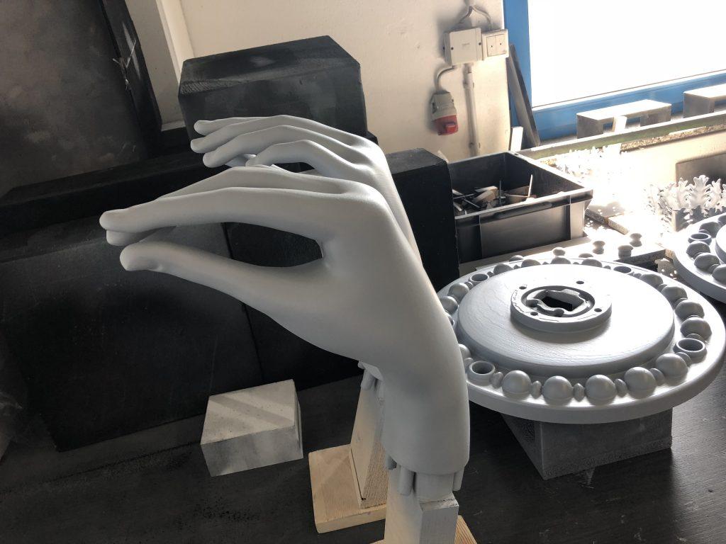 Das Pendel der Zeit am Haus Würzgarten - Vielseitiger 3D-Druck mit Kegelmann Technik - von der industriellen Anwendung bis zu Kunst am Bau Foto: Kegelmann Technik